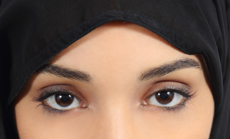 Resized_Arab-saudi-emirates-woman-with-plump-red-lips-make-up-484016273_3277x4915.jpg